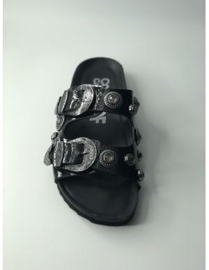 Sandalo nero con borchie